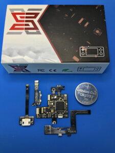 Ein SX Lite Installations-Kit; zum Vergleich liegt daneben eine Knopfzellenbatterie 😊.
